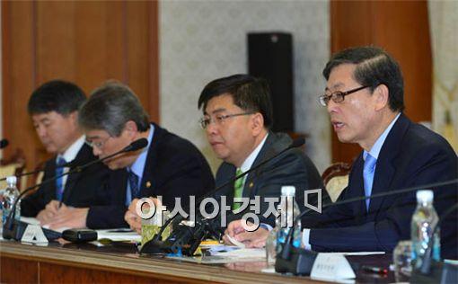 [포토] 모두발언하는 김 총리