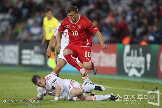 """'스위스의 메시'로 불리는 세르단 샤키리(사진)는 파비안 프라이, 그라니트 사카 등과 함께 FC바젤의 세 시즌(2010, 2011, 2012) 연속 스위스리그 우승을 이끈 주역이다. 같은 팀에서 뛰는 박주호는 """"훌륭한 개인기의 소유자다. 스위스 리그에서 막을 선수가 없을 정도""""라고 말했다.[사진=Getty images/멀티비츠]"""