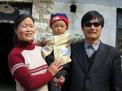 탈출한 천광청 변호사와 그의 가족