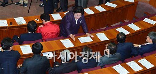 [포토] 김을동, 일당백의 기세