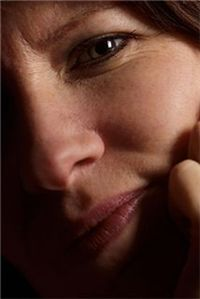 아토피피부염을 앓게 되면 가려움증이 따르고 비늘 같은 껍질이 생긴다.