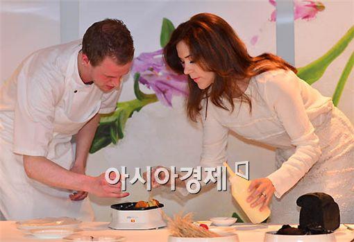 [포토] 왕세자비도 요리는 어려워
