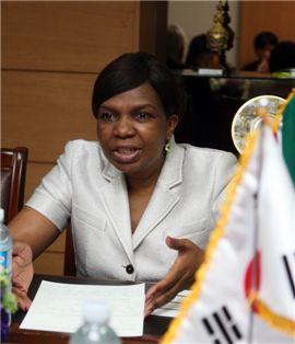디나 델리웨 풀레 남아공 통신부장관
