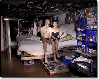라스베가스 지하에 사는 스티븐-캐서린 커플(출처 : 데일리 메일)