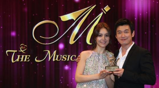 Korean musical actress Oak Joo-hyun (left) and actor Cho Seung-woo (right) [The Musical Awards]