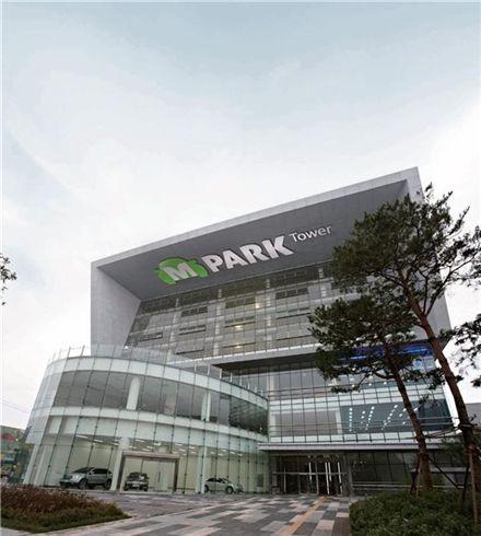 동화홀딩스는 지난해 7월 인천 가좌동에 중고차 매매단지 '엠파크'를 만들었다.