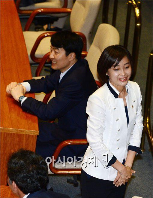 [포토] 19대 첫 본회의 참석한 이석기·김재연