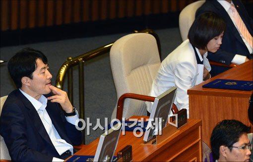[포토] 19대 국회 개원식에 참석한 이석기·김재연
