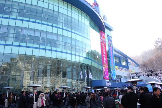 경영난으로 문 닫은 대전아쿠아월드의 지난해 1월 개장식 때 모습.