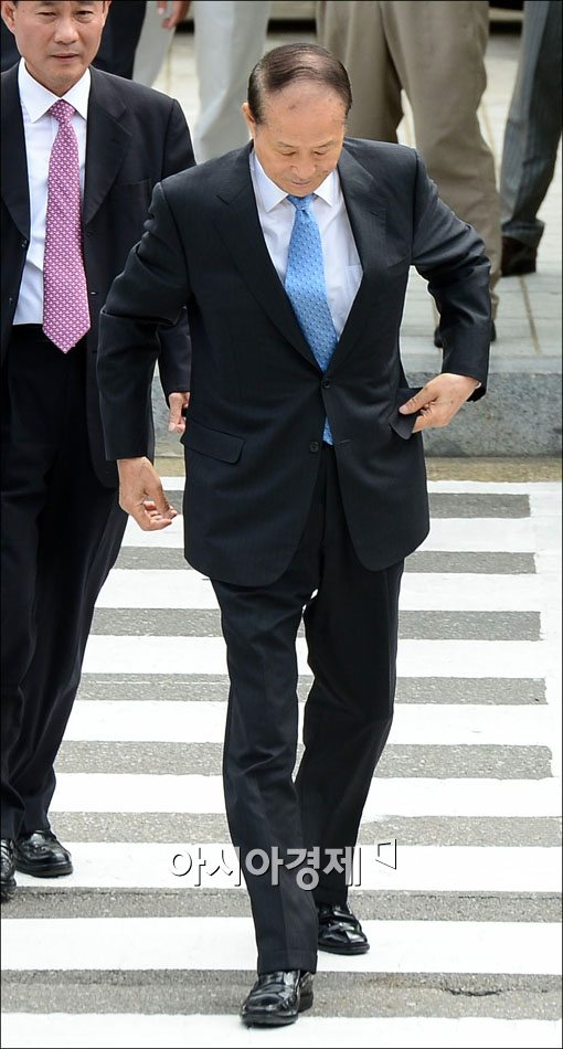 [포토] 대검 출석하는 이상득 전 의원