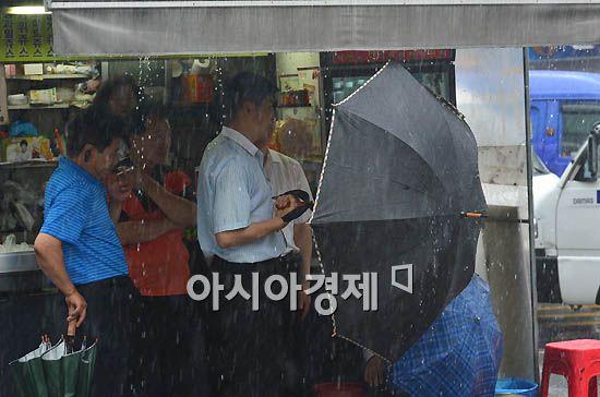 [포토]우산도 소용 없네