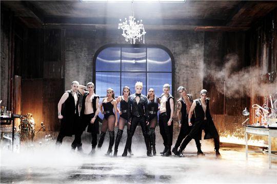 "A still shot of a XIA's music video for ""Tarantallegra"" [C-JeS Entertainment]"