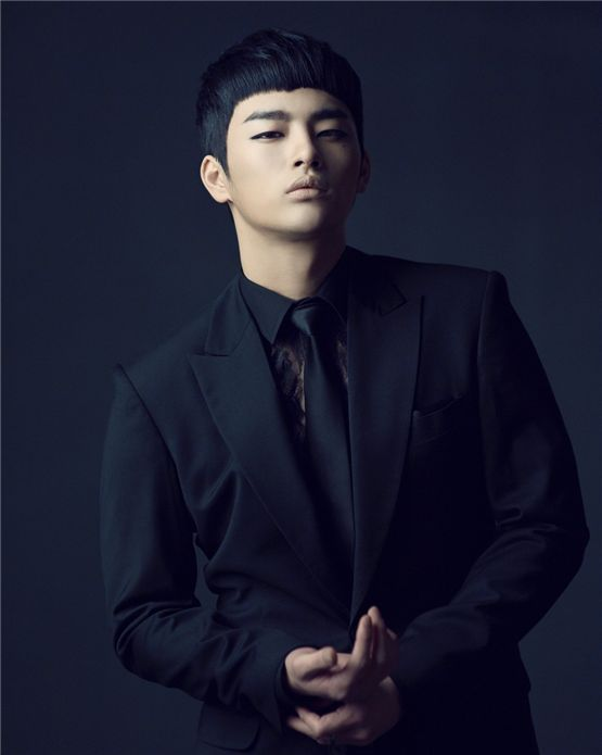 "Singer and actor Seo In-guk poses on the cover photo for his single album ""Broken"" released on March 31, 2011. [Jellyfish Entertainment]"