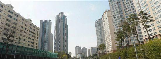 비교적 가계수입이 높은 거주자들이 몰려 있는 강남권 일대 고급아파트촌. /