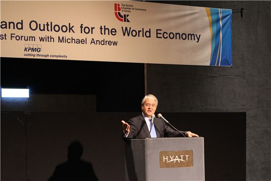 마이클 앤드류 KPMG 인터내셔널 회장이 22일 오전 주한호주상공회의소와 주한영국상공회의소 공동 주관으로 서울 그랜드 하얏트 호텔에서 열린 조찬포럼에서 강연하고 있다.