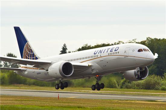 유나이티드항공, 787 드림라이너 초도 비행