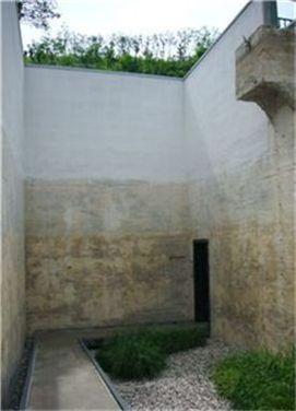 윤동주 문학관의 제2전시실인 '열린 우물'.  물탱크의 윗부분을 개방해 열린 야외 정원으로 만들었다.