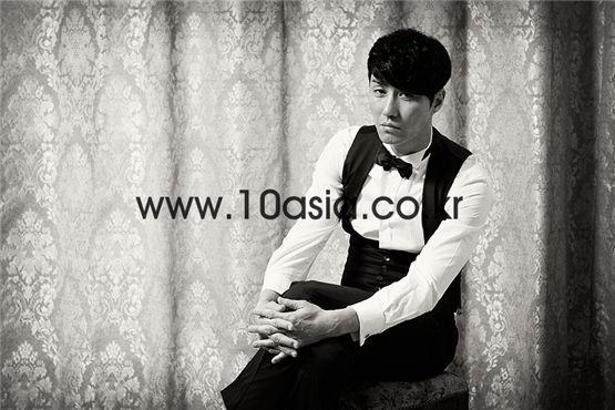 Cha Seung-won poses during an interview with 10Asia at the magazine's studio in southern Seoul, Korea in June, 2011. [Lee Jin-hyuk/10Asia]