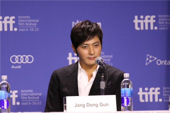 "Korea actor Jang Dong-gun (right) poses during a press conference for ""Dangerous Liaisons"" held at the TIFF Bell Lightbox of the 37th Toronto International Film Festival in Toronto, Canada on September 10, 2012. [Cine De Epi]"