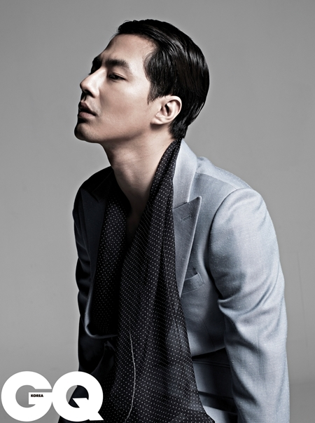 Actor Zo In-sung, donned in a gray suit, poses with grace during his pictorial shooting for March issue of men's magazine GQ. [GQ]