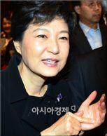 """박근혜 """"선진, 많은 힘 돼줄 것 … 진심으로 기쁘다"""""""