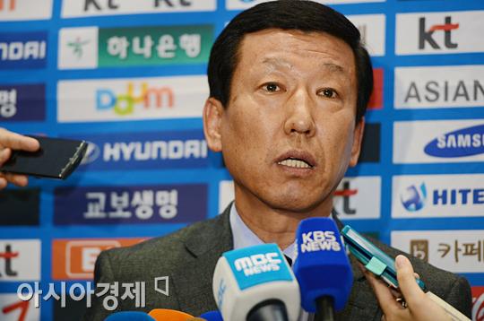 """최강희 감독 """"이동국 재 발탁, 마땅한 대안 없었다"""""""