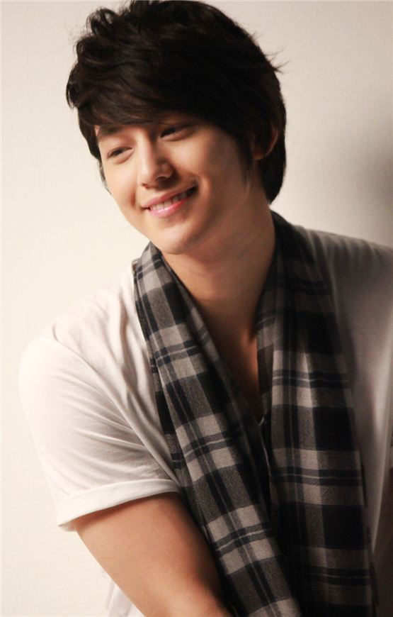 Korean actor Kim Beom smiles in a casual outfit in the photo sent from his agency King Kong Entertainment on August 16, 2012. [King Kong Entertainment]