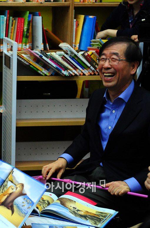 [포토]아기수달이 된 시장님