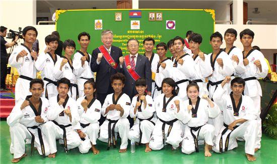 부영그룹, 캄보디아에 태권도 훈련센터 기증