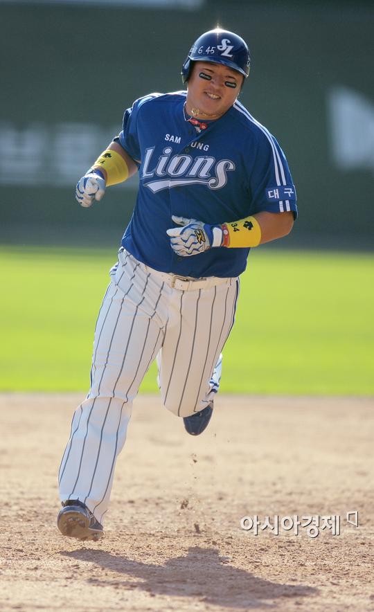 [포토] 3점 홈런 최형우 '홈으로 가는 길~'