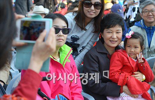[포토]박근혜 후보와 기념 사진 찍기