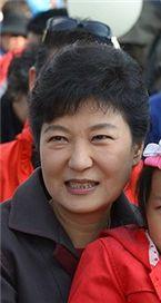 """박근혜 """"국민이 제 가족...국민만 생각하는 女대통령될것"""""""