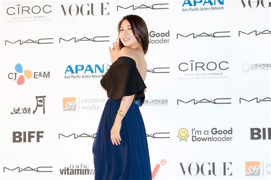 Actress Park Shin-hye graces the photowall during the APAN Star Road event of the 17th Busan International Film Festival in Busan, South Korea on October 5, 2012. [Lee Jin-hyuk/ 10Asia]