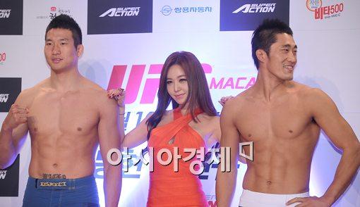 [포토]김동현, 미녀 강예빈 쳐다보기도 힘드네!