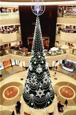 [포토]백화점실내에 18M 대형 크리스마스 트리 등장