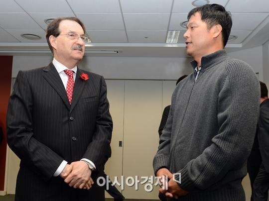 """[포토] """"구대성 선수 인기가 대단하네요"""""""