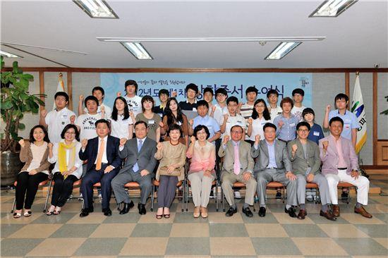 지난 5월 개최된 2012년도 1차 인재 육성 장학금 전달식