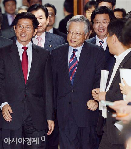 [포토] KT-수원시 '10구단 창단 위해 함께 걷습니다'