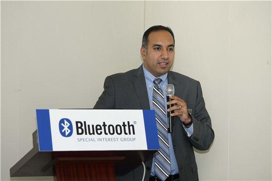 6일 열린 간담회에서 수케 자완다 블루투스 SIG 최고마케팅책임자가 저전력 기술이 특징인 블루투스 4.0을 발표하고 있다.