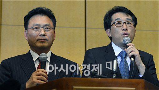 6일 오후 문재인측 박광온 대변인(사진왼쪽)과 안철수측 유민영 대변인이 단일화 회동 결과를 발표하고 있다.