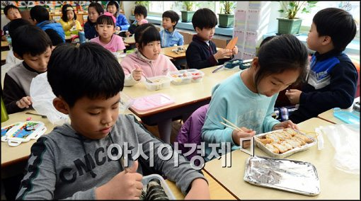 """""""교육공무직법은 정유라법""""…교육계 반발"""