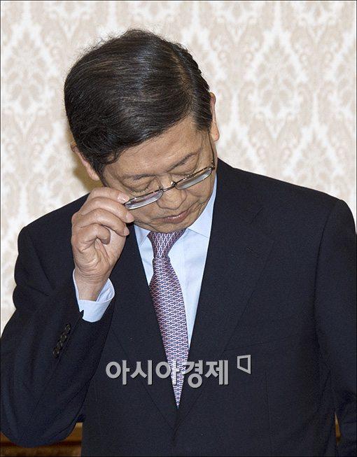 """김황식 경선 복귀…""""경선 참여 후회 않기로""""(상보)"""