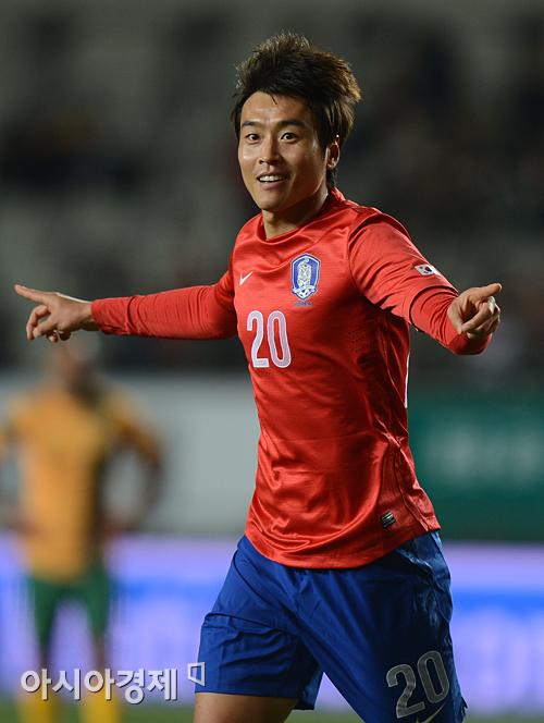 이동국, 센추리클럽 자축 멀티 골…한국 축구 희망 쐈다