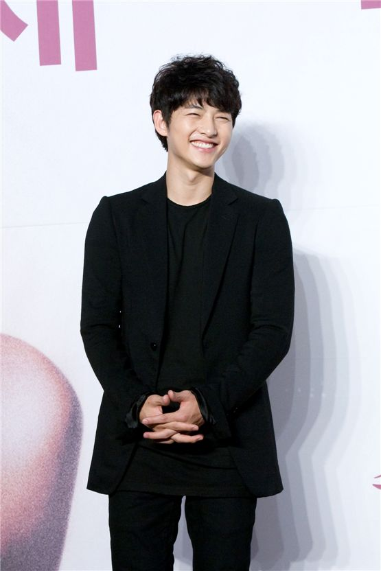 """Song Joong-ki smiles at a press conference for KBS """"The Innocent Man"""" held in Seoul, South Korea on September 5, 2012. [Lee Jin-hyuk/10Asia]"""
