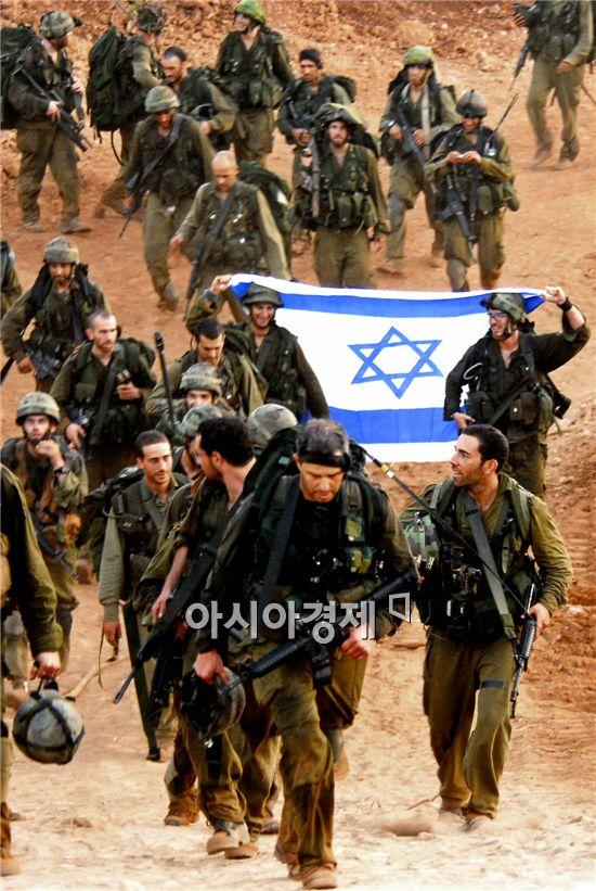 이스라엘과 하마스의 무력충돌이 사흘간 지속되며 전면전 위기가 고조되고 있다.