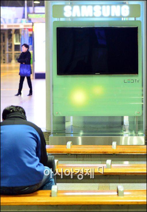 [포토]꺼진 서울역 대합실 TV