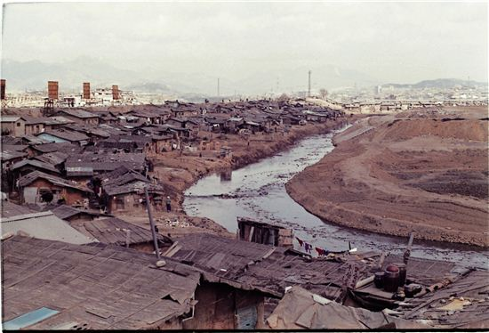 1979년 청계천변 판자촌