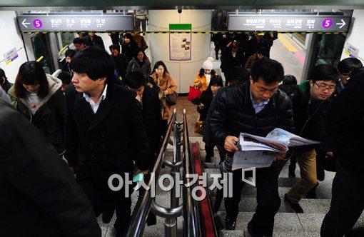 [포토]버스파업 취소됐지만 일찍 출근한 시민들