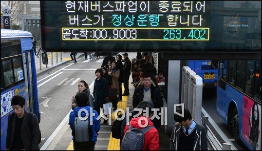 [포토]정상운행 하는 버스들