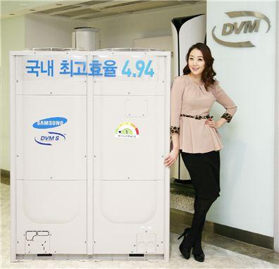 삼성전자가 국내 최고 수준인 4.94 효율을 달성한 '한랭지형 시스템에어컨 DVM S'를 출시한다. 이 제품은 압축기를 최대 160Hz까지 운전할 수 있는 증속기술을 적용해 난방 성능이 높다.